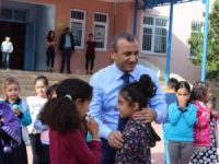 Vali Sonel, okul ziyaretlerine devam ediyor