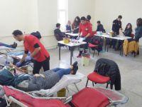 Üniversite öğrencilerden kan bağışı