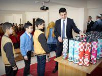 Öğrencilere satranç takımı hediyesi