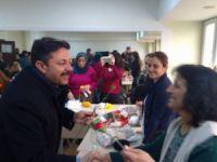 Belediye Başkanı Polat'tan kadınlara karanfil