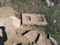 Defineciler tarihi mezarlığı talan etti