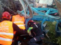 Traktör devrildi, altında kalan sürücü kurtarıldı