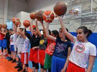 Yıldız Kızlar Basketbol Takımı kupayı istiyor