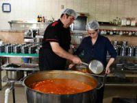 Belediyeden ihtiyaç sahiplerine sıcak yemek