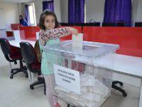 Miniklerin okul temsilcisi seçimi yerel seçimleri aratmadı