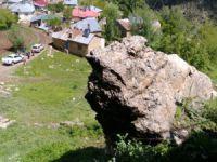 AFAD ekipleri kaya düşmesine karşı çalışma yaptı