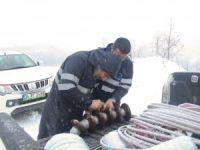 Vatandaşlar elektriksiz kalmasın diye kar kış dinlemiyorlar