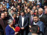 AK Partili Yılmaz, seçim irtibat merkezi açılışına katıldı
