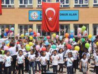 Ovacık'ta gecikmeli 23 Nisan kutlaması