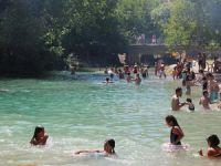 Sıcaktan bunalan vatandaşlar plaja akın etti