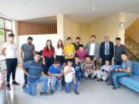 Gençlik kollarından çocuklara hediye