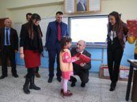 Alışan çalışanları köy okullarına  mutluluk taşıdı