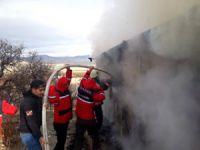 Kayıp Gülistan için yola çıkan ekip, karşılaştığı yangına müdahale etti