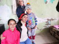 Gönüllü gençler depremzede çocukları ziyaret etti
