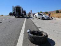 İki otomobil çarpıştı: 1'i çocuk 4 kişi yaralandı