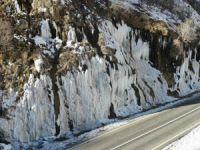 Dersim'de ağlayan kayalar buz tuttu