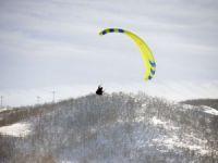 Munzur Dağları'nın eşsiz manzarasına karşı yamaç paraşütü keyfi