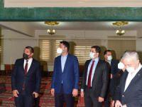 Çevre ve Şehircilik Bakanı Kurum, cemevini ziyaret etti