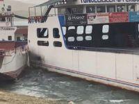 Fırtına nedeniyle savrulan feribotlar çarpıştı