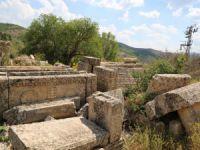 Definecilerin tahrip ettiği tarihi kümbet turizme kazandırılmayı bekliyor