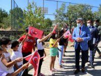 Vali Özkan Burmageçit'te öğrenciler ve vatandaşlarla buluştu