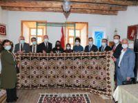 Tuşba Belediyesinin kilim-halı atölyesi kursiyerleri sertifikalarını aldı