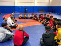 Gençlik ve Spor Hizmetleri Genel Müdürü Baykan, Elazığ güreşçileriyle görüştü