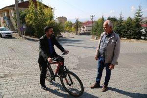 belediye-baskani-bisiklet-kullaniyoir-(1).jpg