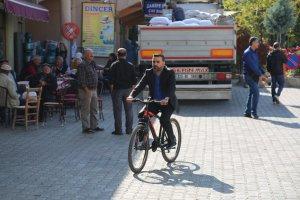 belediye-baskani-bisiklet-kullaniyoir-(7).jpg