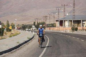 bisikletiyle-7-yildir-turkiyeyi-geziyor-(1).jpg