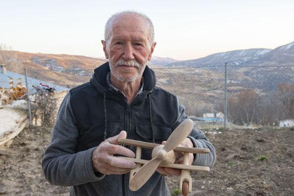emekli-ogretmen-agac-dallarini-(2).jpg
