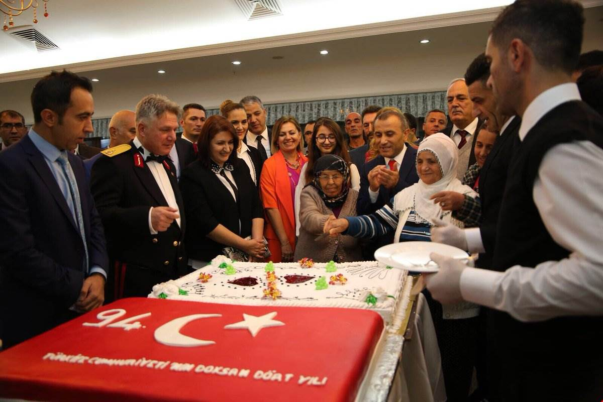 havai-fisekli-cumhuriyet-kutlamasi-(10).jpg