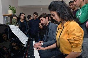 hozatli-ogrenciler-akustik-piyano-ile-tanisti--(4).jpg