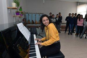 hozatli-ogrenciler-akustik-piyano-ile-tanisti--(7).jpg
