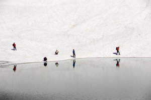 mercan-vadisinin-buzul-gollerinde-ilkbahar-guzelligi-(6).jpg
