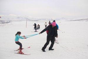 minik-ogrenciler-ilk-defa-kayak-heyecani-yasadi-(10).jpg