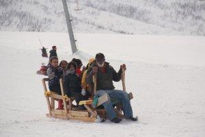 minik-ogrenciler-ilk-defa-kayak-heyecani-yasadi-(12).jpg