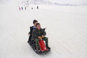 minik-ogrenciler-ilk-defa-kayak-heyecani-yasadi-(14).jpg