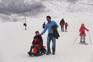 minik-ogrenciler-ilk-defa-kayak-heyecani-yasadi-(15).jpg