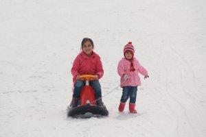 minik-ogrenciler-ilk-defa-kayak-heyecani-yasadi-(4).jpg