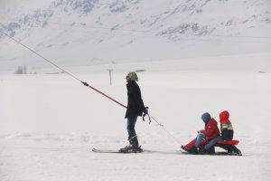 minik-ogrenciler-ilk-defa-kayak-heyecani-yasadi-(6).jpg