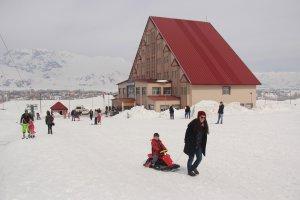 minik-ogrenciler-ilk-defa-kayak-heyecani-yasadi-(8).jpg