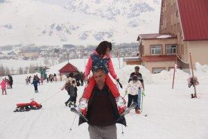 minik-ogrenciler-ilk-defa-kayak-heyecani-yasadi-(9).jpg