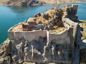 tarihi-pertek-kalesi-turistlerin-ugrak-yeri-olacak-(3).jpg