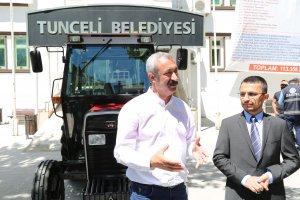 traktor-ureticisinden-belediyeye-traktor-bagisi-(3).jpg