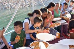 unlu-pizzaci-cocuklar-icin-pizza-yapti-(6).jpg
