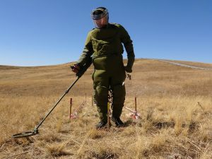 İran sınırında zorlu görev: Mayın temizleme